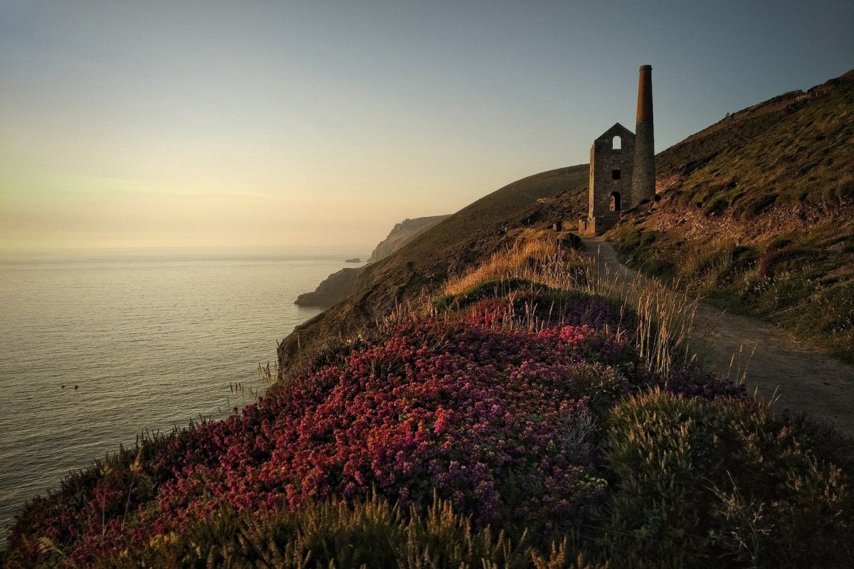 a photo of the cornwall coast in uk. This is one of the best places to elope in uk